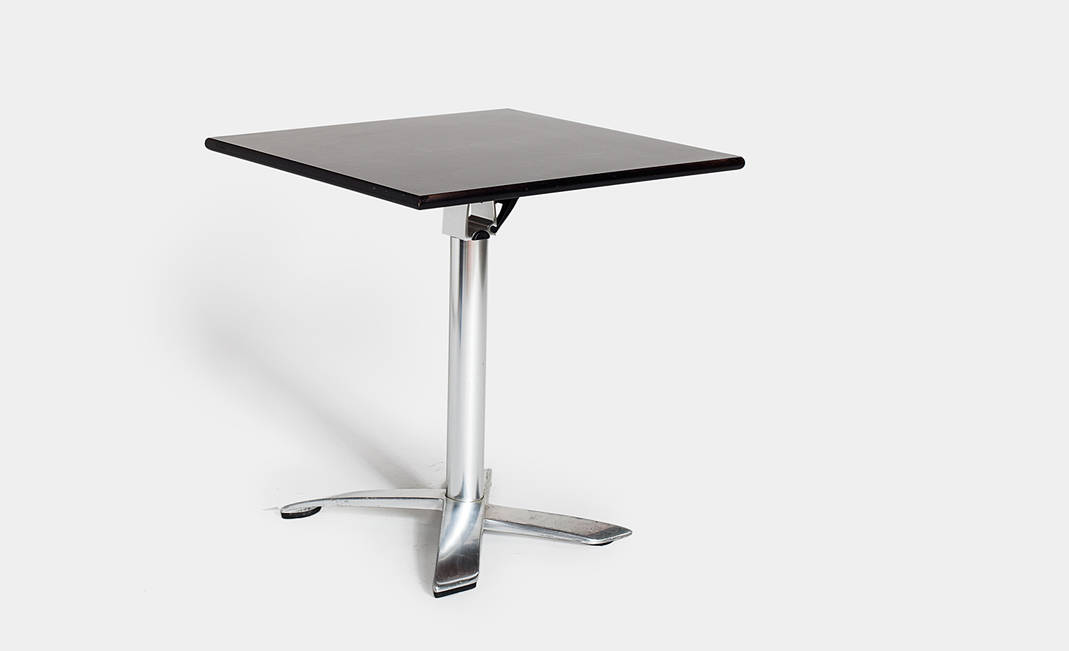 Black / white Pensi table media | Crimons