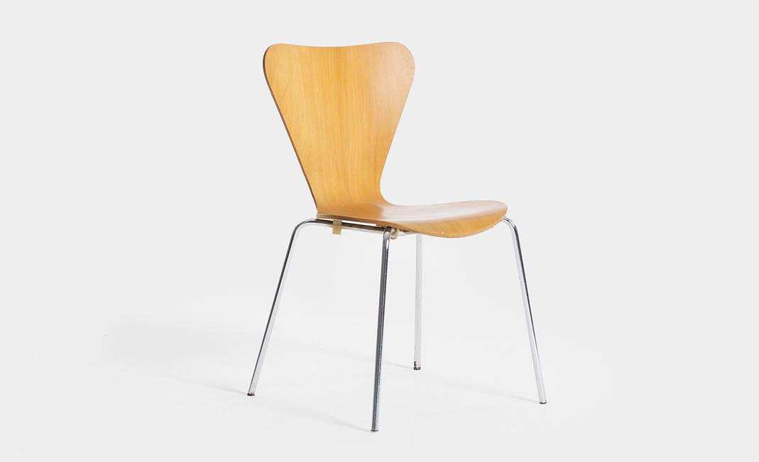 Alquiler de sillas para eventos y reuniones silla jacobsen for Silla jacobsen