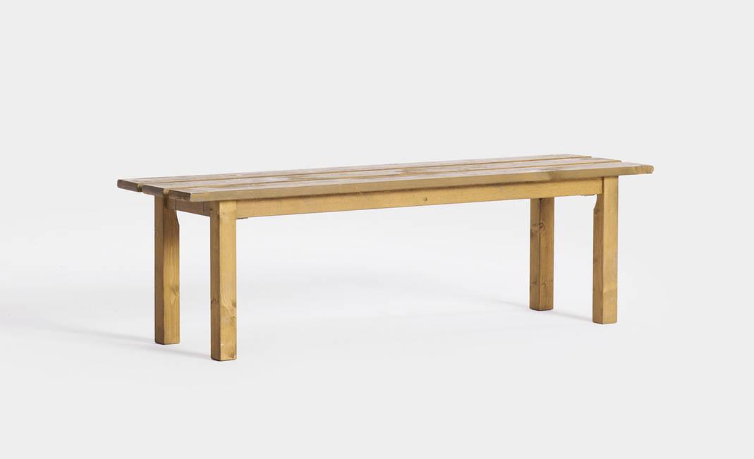 Alquiler de bancos y sillas para eventos banco madera for Bancos de bar de madera