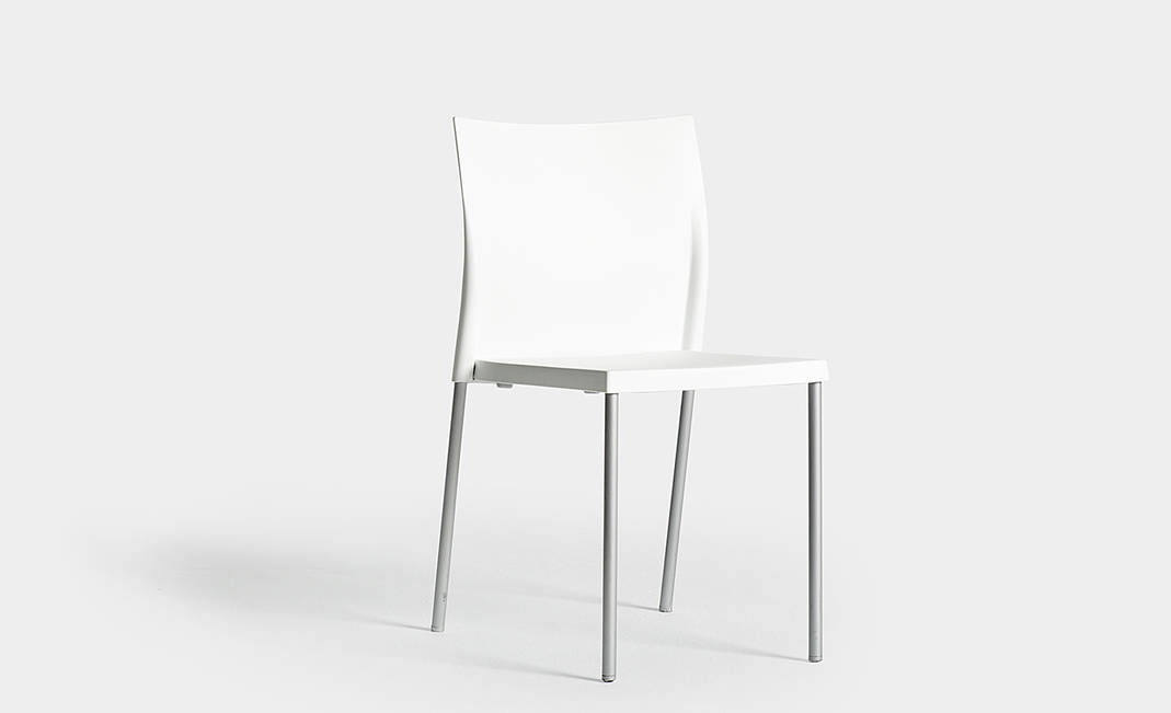 White Pensi chair | Crimons