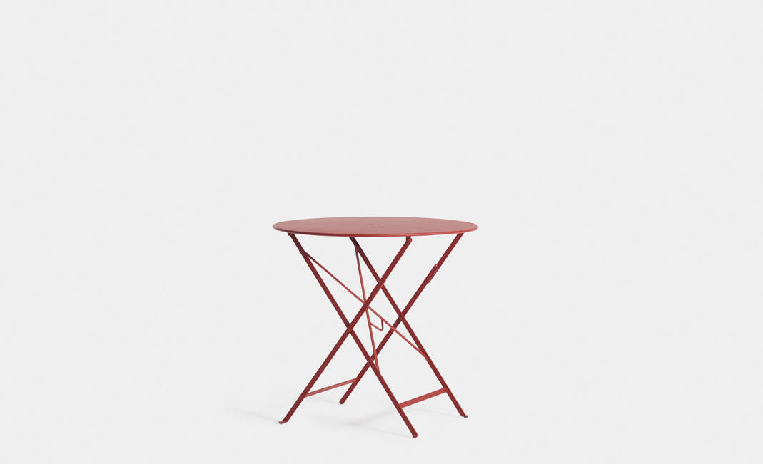Red garden table | Crimons