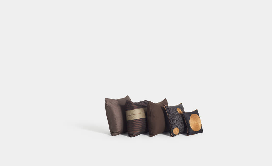 Brown-black-gold cushions | Crimons