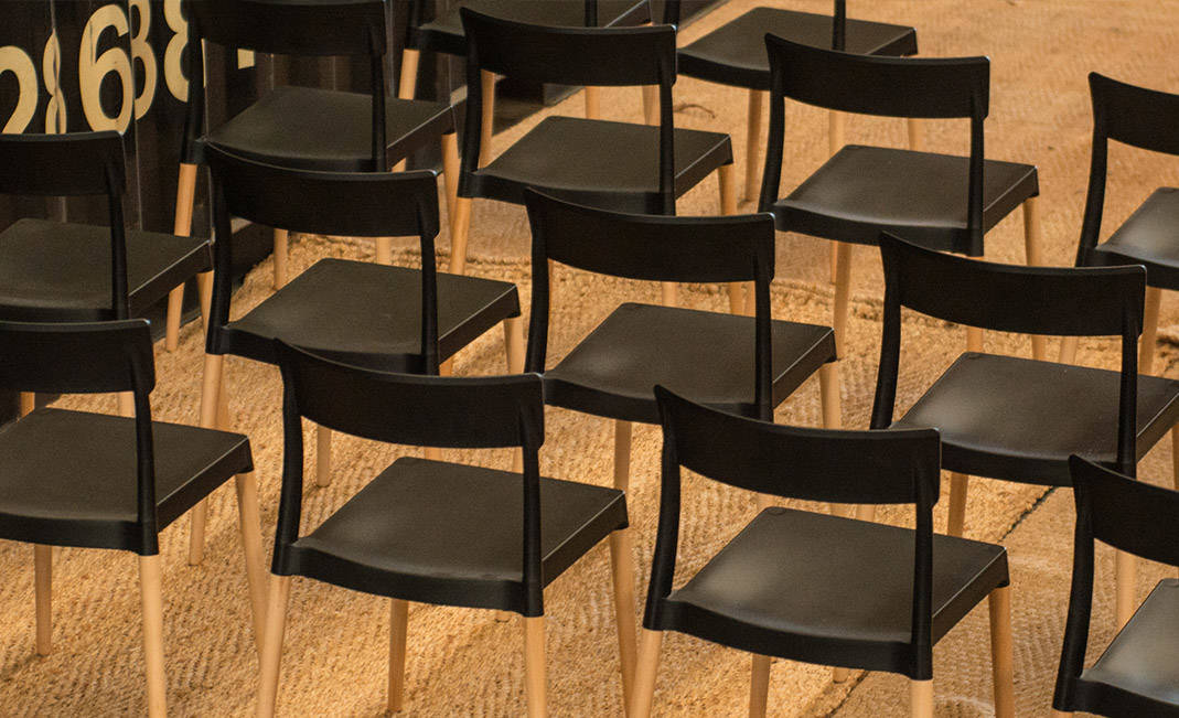 Hiring chairs for events: which are the adequate for every event? | Crimons