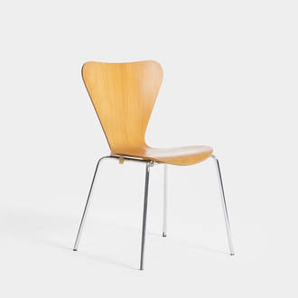 Jacobsen Chair | Crimons